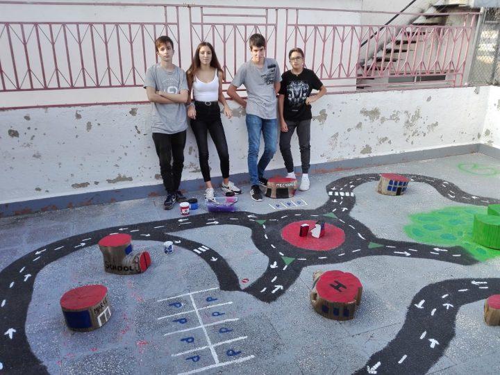 Estrenem jocs als patis de l'escola!
