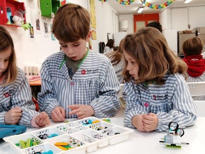 Construïm els primers robots del curs!
